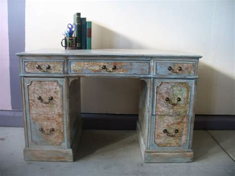 Decoupage Maps On Furniture - 25 unique decoupage desk ideas on diy