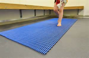 Rubber Pool Mat by Swimming Pool Floor Mats Gurus Floor