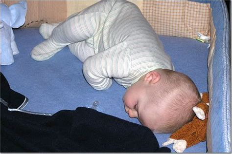 When Can Baby Sleep With Pillow by When Can Baby Sleep With A Blanket And Pillow