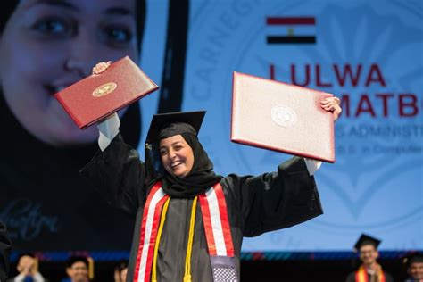 Carnegie Mellon Mba Graduation Day by Carnegie Mellon In Qatar Graduates 80 Students