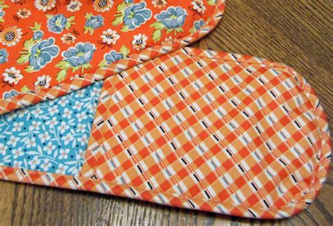 free pattern oven mitt how to make double oven mitts weallsew bernina usa s