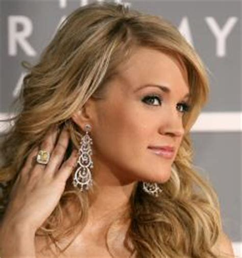carrie underwood s engagement ring estimated at 150 k
