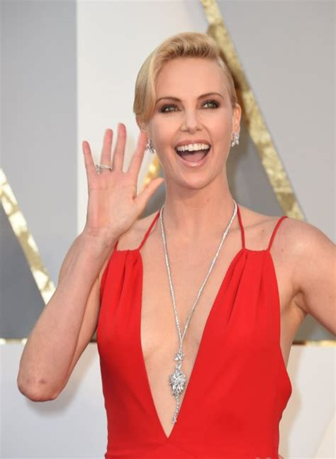 2016 hot charlize theron oscar 2016 della bellezza the winner is charlize theron
