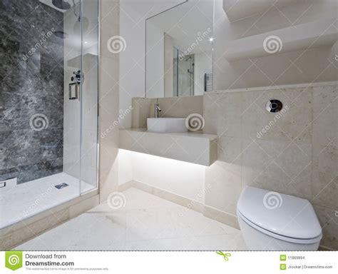 stanze da bagno di lusso stanza da bagno di lusso con marmo immagini stock