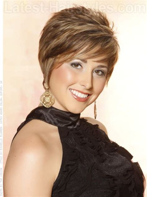 feather back hairstyles feathered bob hairstyles with bangs haircuts 13