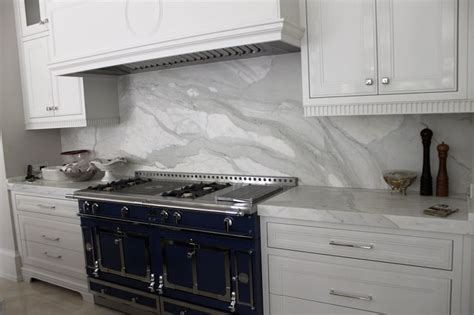 calacatta marble kitchen with height backsplash
