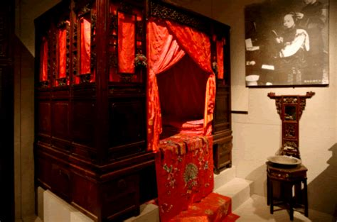 chinese bed chinese wedding traditions door games and dressing code in beijing
