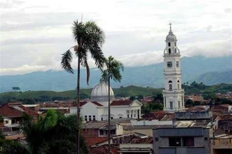numeros del hotel holafo cartago valle foto de parque bolivar cartago iguanas in the park