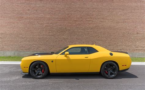 hellcat challenger 2017 what its like to drive the 2017 dodge challenger srt