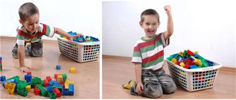 imagenes niños recogiendo sus juguetes responsabilidades para los ni 241 os en casa aprender juntos