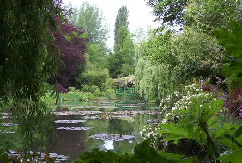 claude monets garden    giverny   water pond