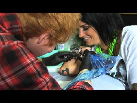 ed sheeran tattoo removal ed sheeran drops into toronto to tattoo phoebe dykstra