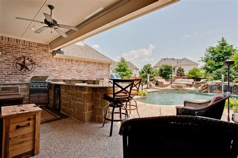 outdoor living area with covered patio and built in