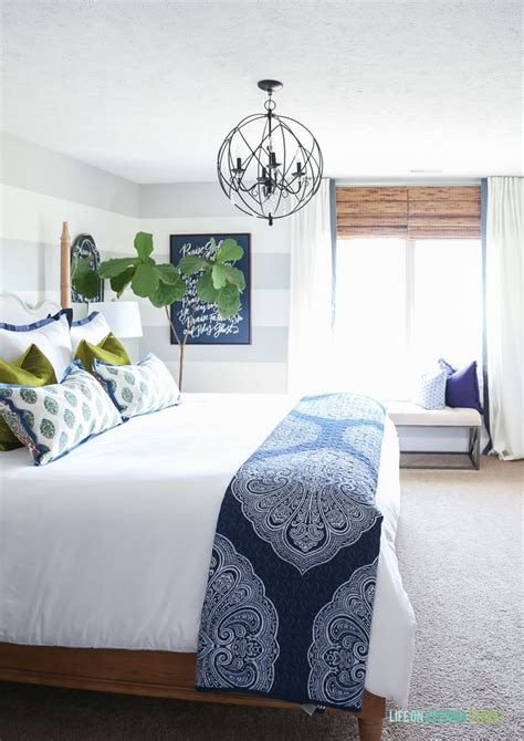 blue white bedroom best 25 blue and white bedding ideas on pinterest