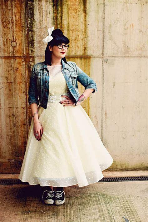 Rock Style Wedding Dresses by 23 Arten Eine Jeansjacke An Ihrer Hochzeit Zu Schaukeln