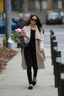 meghan markle shopping in toronto 09 gotceleb meghan markle shopping for flowers 17 gotceleb