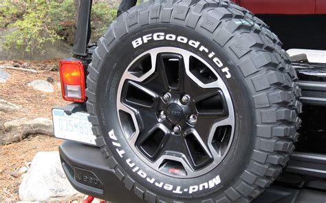 Jeep Stock Wheel Size 2006 Jeep Wrangler Stock Tire Size