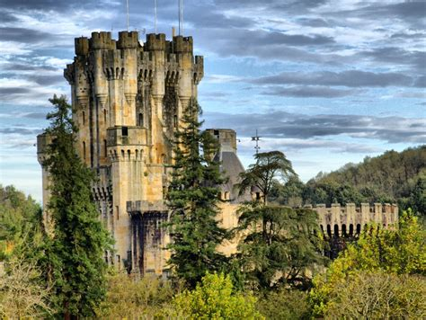 Greenery Code strikingly beautiful butr 243 n castle in biscay spain