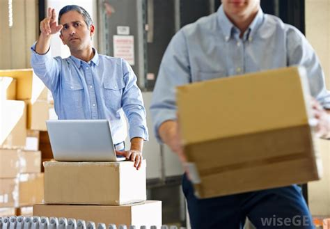 how do i become a warehouse clerk with pictures