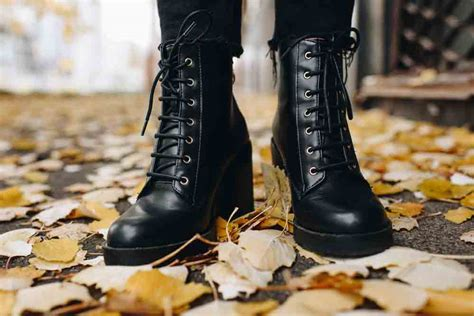 stretch out leather shoes how to stretch leather boots everything you need to