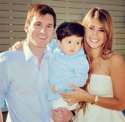 biography of messi family a sweet picture of messi and his family lionel messi