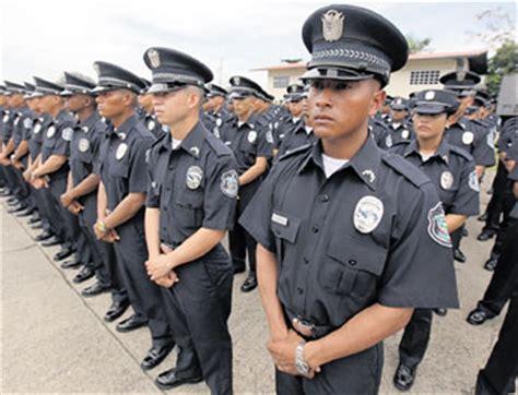 imagenes del uniforme de la nueva policia de la ciudad de bs as critica en linea policias estrenan uniforme