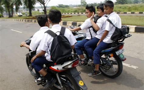 Helm Yang Dipakai Anak Jalanan bahaya anak naik motor otowire