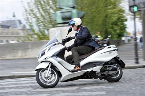042312 2012 piaggio x10 03 motorcycle news