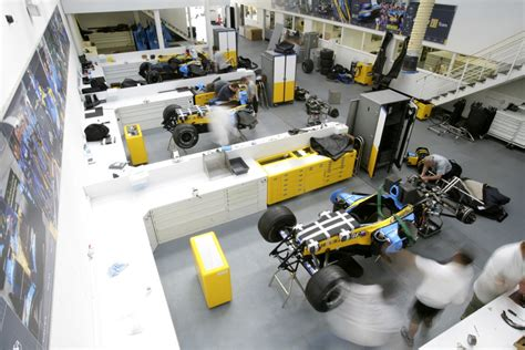 f1 factory renault f1 opens factory doors for fans autoevolution