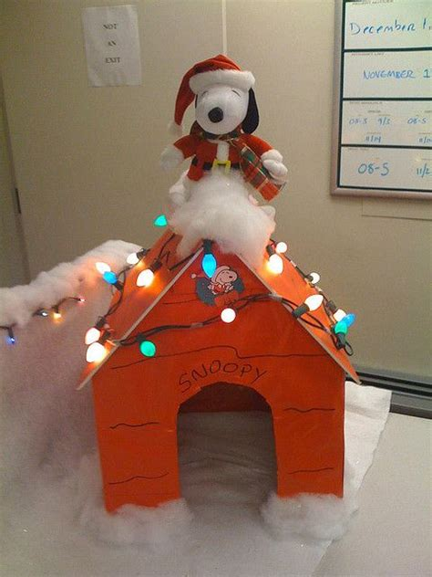 snoopy cubicle decoration i should do this at christmas
