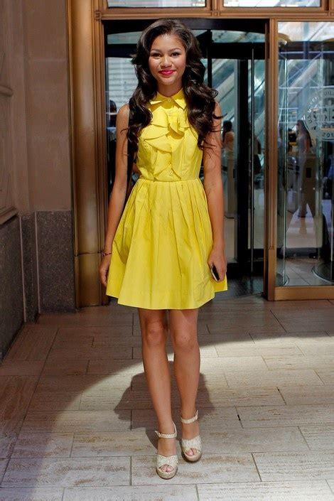 dancing queen zendaya coleman shows her strong core as she zendaya coleman cute yellow dress celebrities