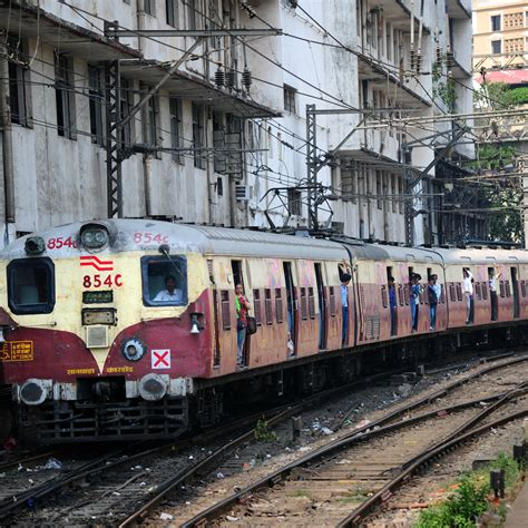 Mumbai: Train derails between CST and Masjid station on ...