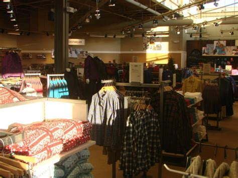 Fireplace Store Paramus Nj by L L Bean Opens 15 000 Square Foot Store In Paramus
