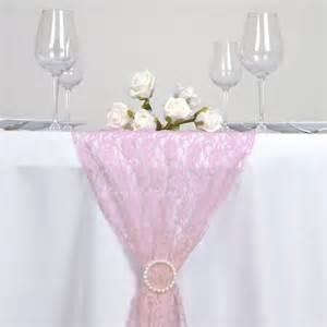 chemin de table en dentelle les couleurs du mariage