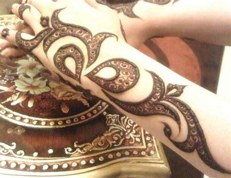tattoo maker in bahrain henna mehndi hennaart hennadesign tattoo art artist