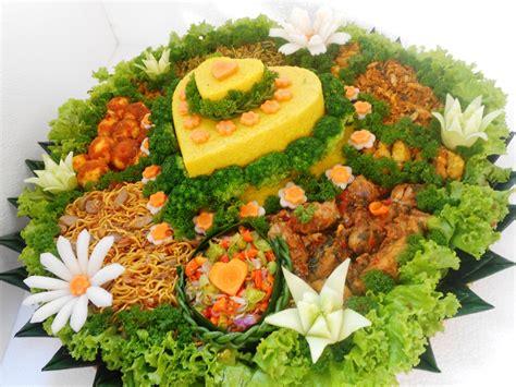 lucky catering pesanan tumpeng manado   love