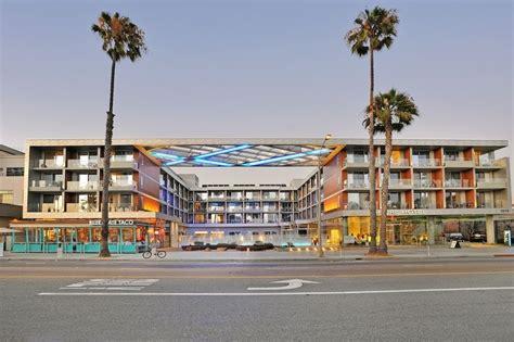 Book Shore Hotel In Santa Hotels