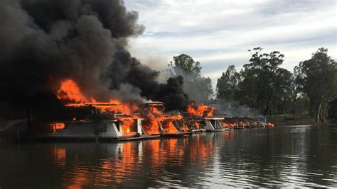 boat r tathra fire destroys houseboats on murray river photos the