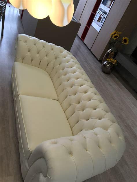 pelle per divani divano in pelle bianco tipo chesterfield scontato 72