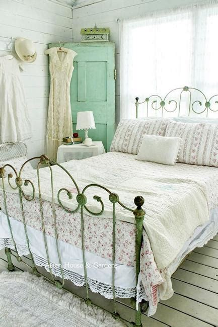 shabby chic decorating ideas  brighten  home