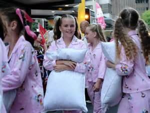 Baju Tidur Imlek Anak Anak galeri foto parade imlek di sydney abc radio australia