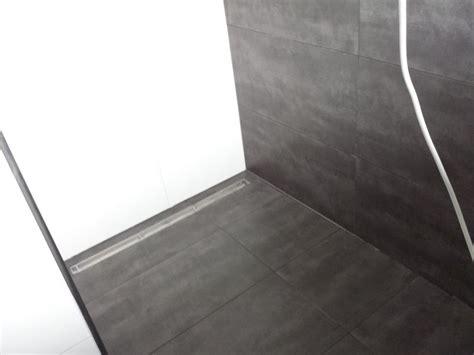 vinylboden im bad vinylboden der elastische bodenbelag - Vinylboden Begehbare Dusche