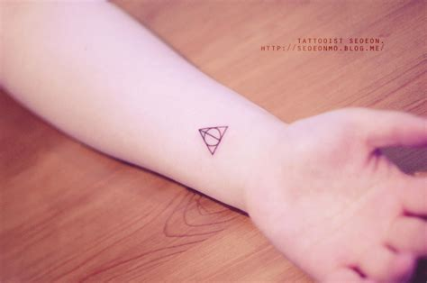 discreet tattoos minimalistic tattoos make you want to get inked