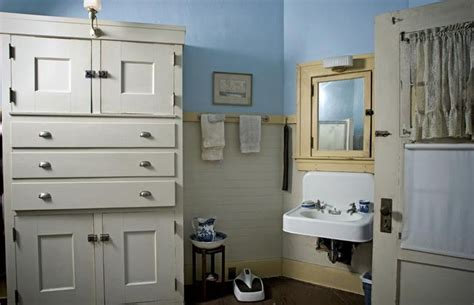hollywood bathroom hollywood craftsman bathroom mission style pinterest