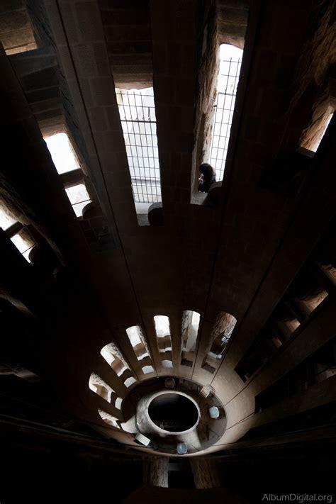 interior de la sagrada familia interior escaleras sagrada familia