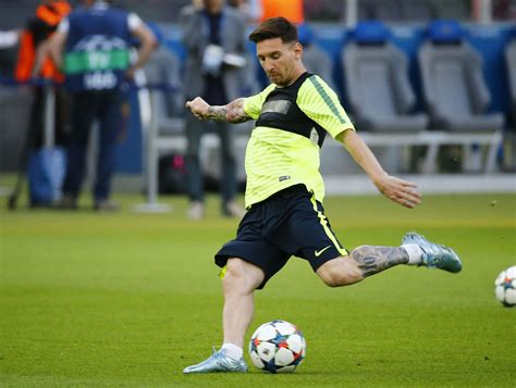 you cannot stop lionel messi football world drools over 4 lionel messi