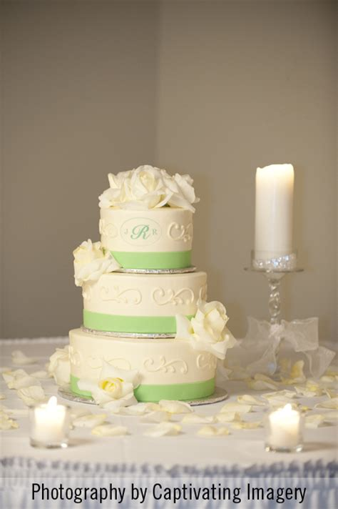 Wedding Cake Youngstown Ohio by Wedding At Mill Creek Park In Youngstown Ohio