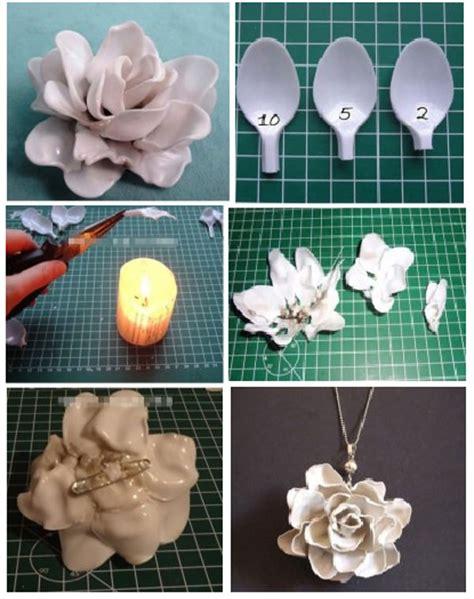 fiori fatti con cucchiai di plastica riciclare le posate idee e consigli per nuova vita a