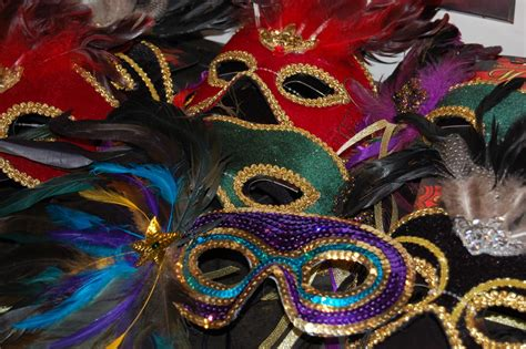 Masquerade Decorations Diy by Ideas For Throwing A Mardi Gras Masquerade Diy