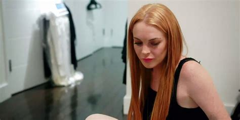 lindsay lohan says she s still sober but her sobriety